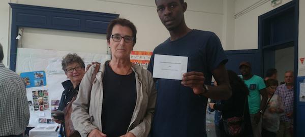 Imagen de 2 personas participantes en la Cesión de Voto.