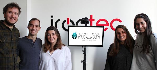 Photocall de Irontec e integrantes de la startup Newen.