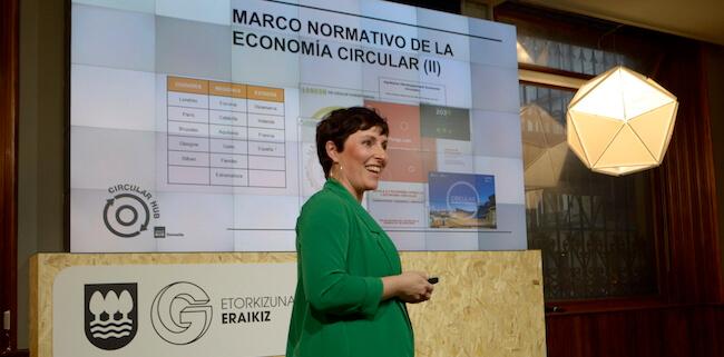 Sylvia Muñoz, ambientóloga e ingeniera ambiental, en la presentación de Circular Hub.