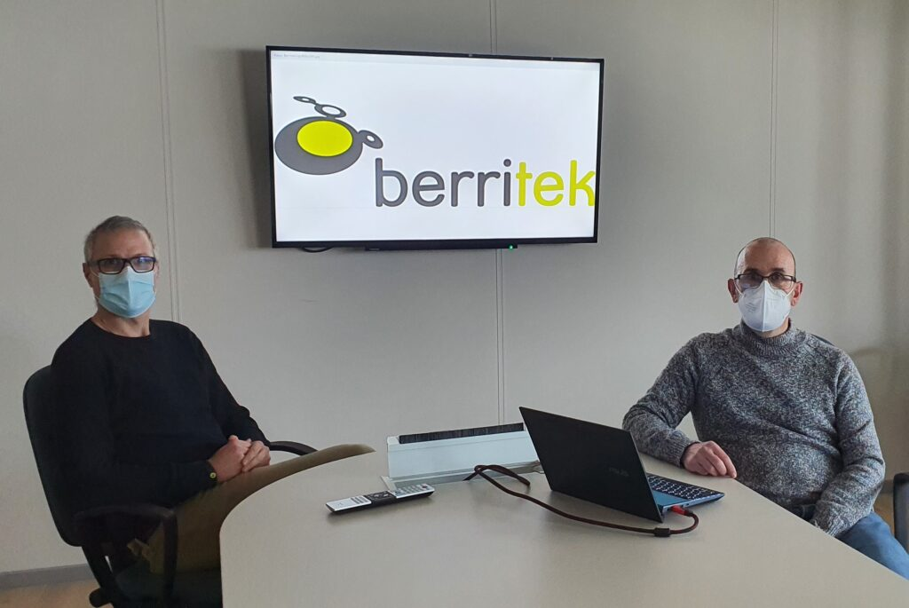 Karlos Korta, gerente (derecha), y Diego Román, director técnico de Berritek