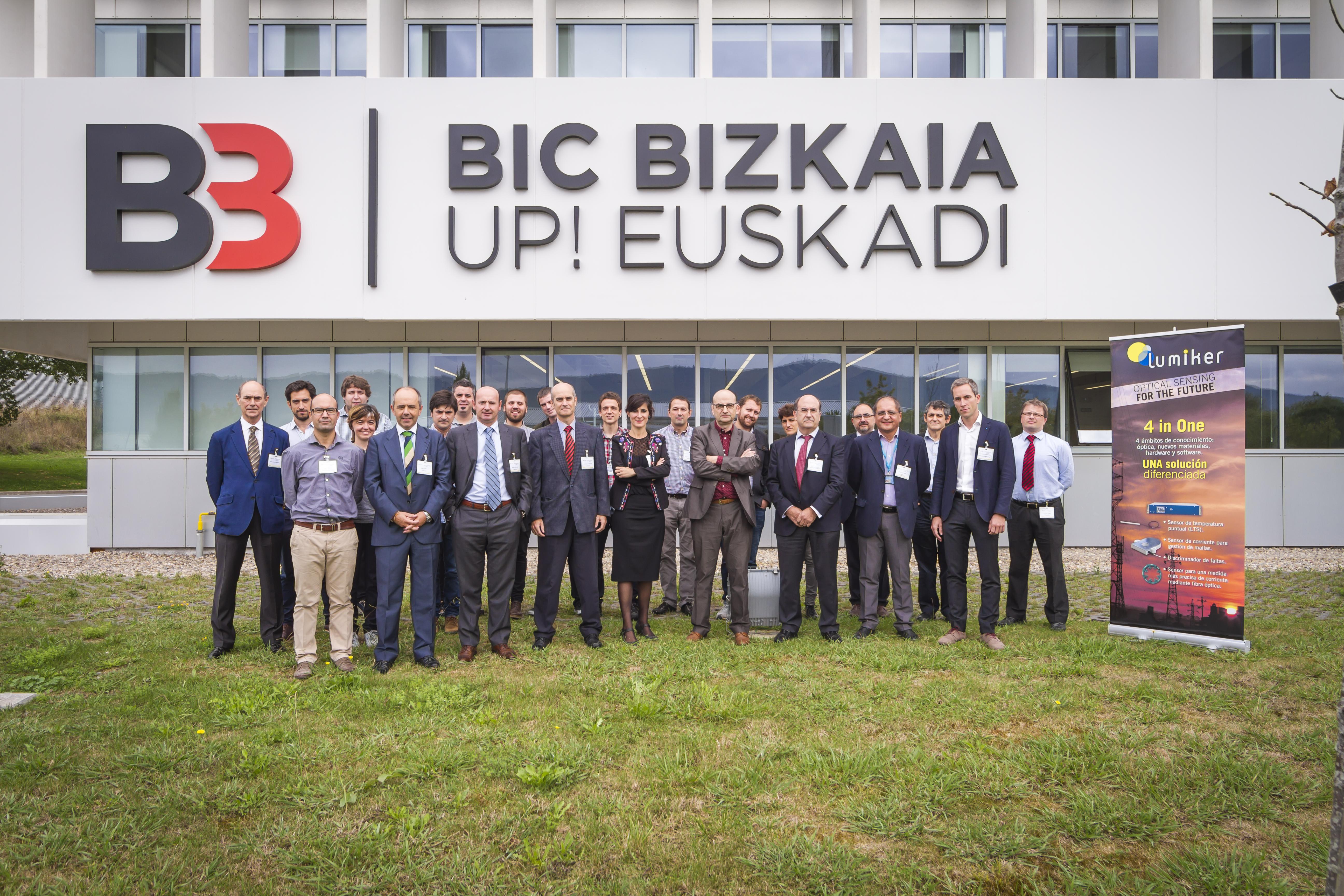 Representantes del sector eléctrico en el encuentro organiizado por Lumiker.