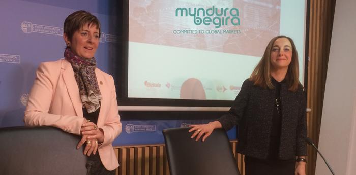 spri_mundura_begira_rueda_prensa