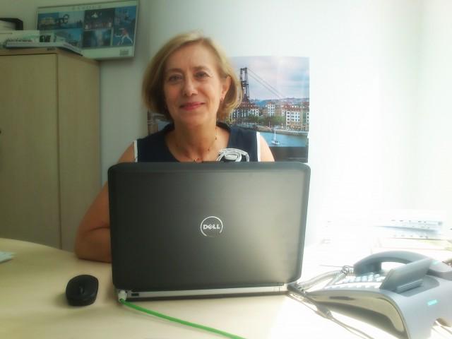 Gemma Aizpitarte, en la oficina de SPRI en Polonia.
